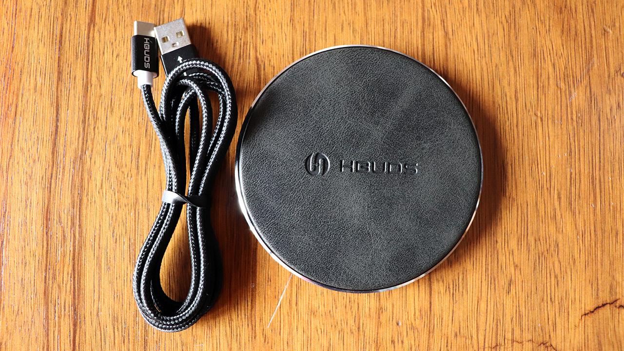 Caricabatterie Wirelesscon ricarica rapida prodotto dallaHbuds H11, costruito con buoni materiali e anche con un design veramente ben fatto.
